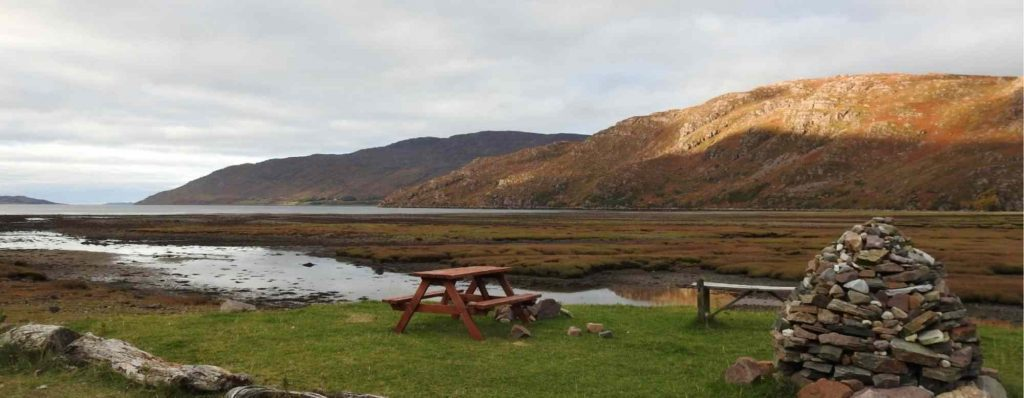 10 things to know about the highlands the professional traveller view and bench #theprofessionaltraveller